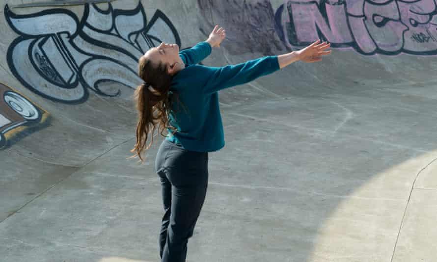 Bobbi Jene Smith as a pregnant dancer in the film Mari.