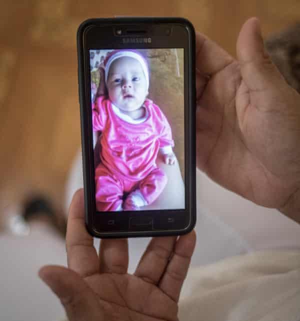 Yamilet shows a picture of Yaretzi.