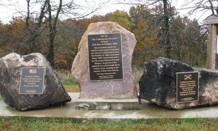A monument in Bloomfield, Iowa, memorializes a Confederate raid.