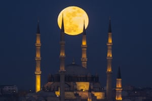 The moon rises over the Selimiye Mosque in Edirne, Turkey