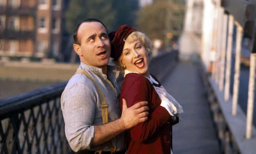 Bob Hoskins and Cheryl Campbell in Dennis Potter's Pennies from Heaven.