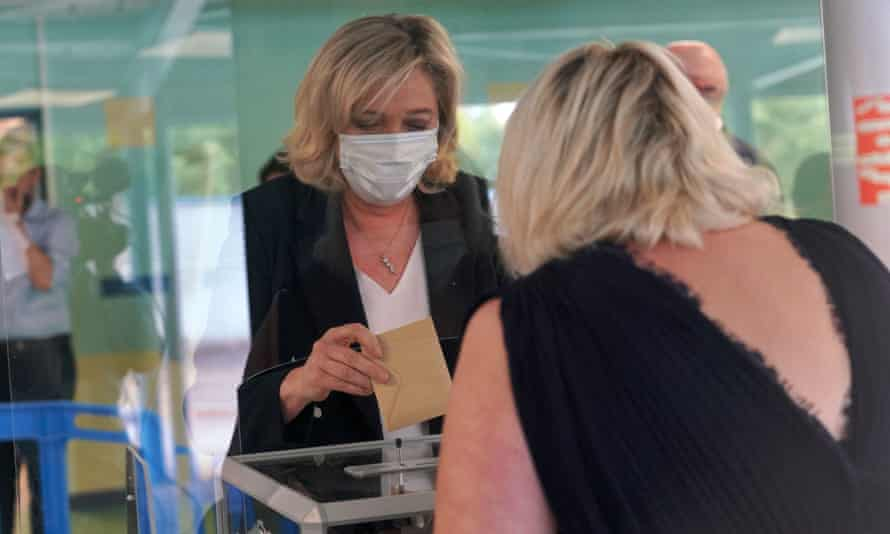 Marine Le Pen casts her ballot at a polling station for regional elections in Henin-Beaumont.