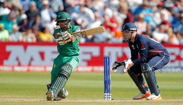 Pakistan power into Champions Trophy final after hammering England