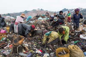Women rummage through the latest lorry load of rubbish on Ralaitra.