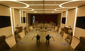 A general view of the Connect@Changi meeting room installed with glass divider.