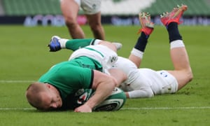 Ireland's Keith Earls scores their first try of the match.