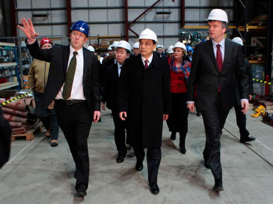 China's Vice Premier Li Keqiang (C) is escorted on a tour of the Pelamis Wave Power factory on January 9, 2011 in Edinburgh, Scotland.