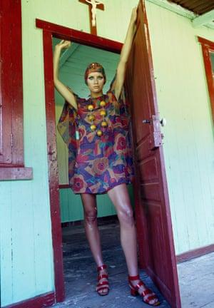 Prints fashion shoot in Tahiti, 1969