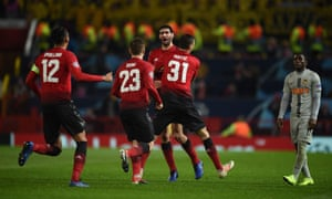 fellaini to rescue as manchester united leave it late to qualify for