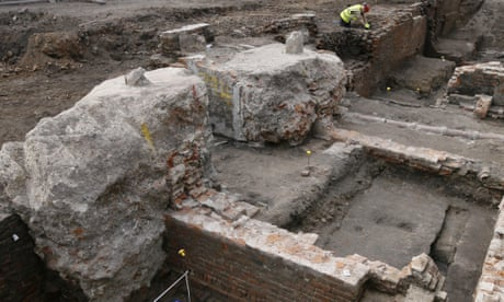 Excavation finds early Shakespeare theatre was rectangular