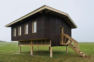The studio, made from the same materials, built by students from the Cass school of architecture.