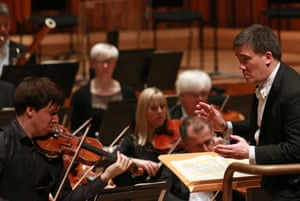 Alan Gilbert conducts violinist Joshua Bell with the LSO.