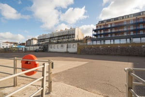 But you'll have to pay a pretty penny to buy Sea Wall House before you start knocking it down. Given that the initial 2015 sale of the loos on Westbrook Promenade resulted in a bidding war with a final price agreed of £215,000 - a whopping sevenfold increase on the original £30,000 guide price - agents Strutt & Parker have set a guide price of £400,000 this time around.
