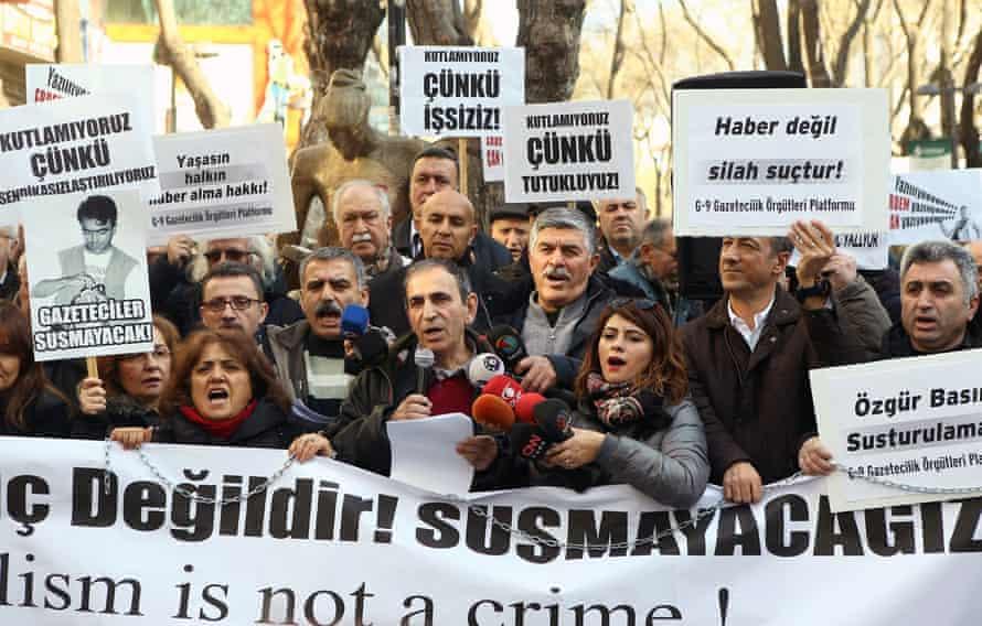 A demonstration in Ankara, in support of Dündar and Gül.