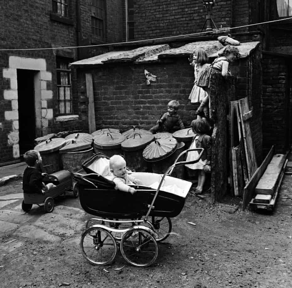 Slum Housing in Dickenson Street, OldhamChildren playing outside slum housing Number Two Court, Dickenson Street, Oldham, 1st June 1962. (Photo by Howard Walker/Mirrorpix/Getty Images)