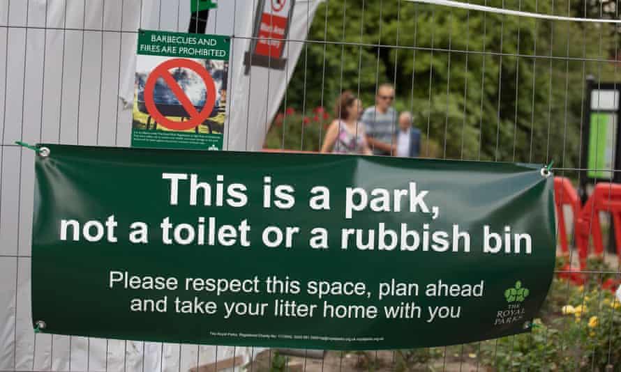 Sign at entrance to Regent's Park