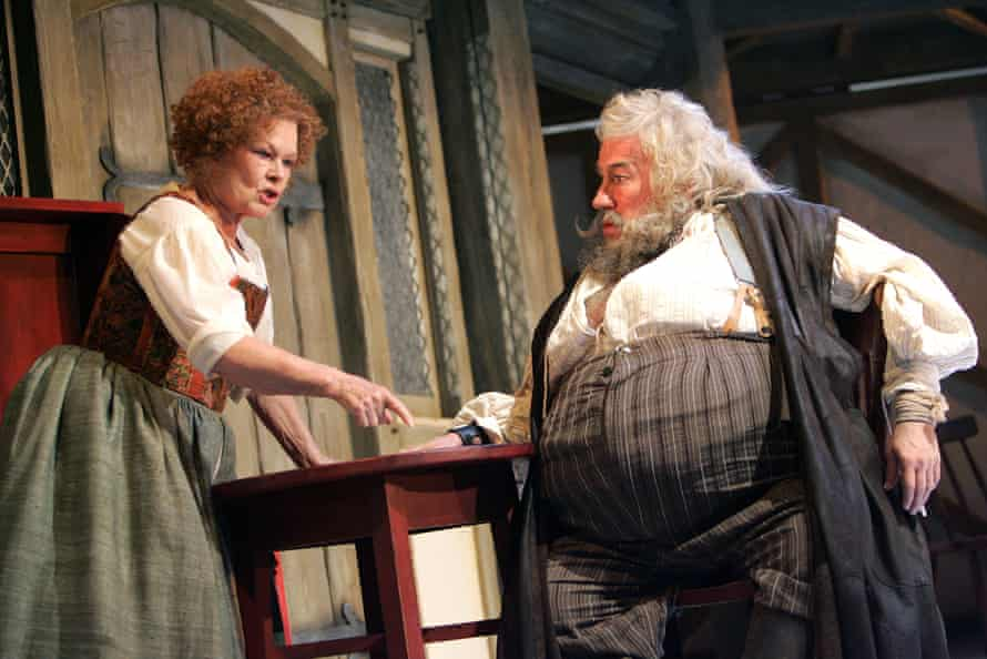 Simon Callow as Falstaff with Judi Dench as Mistress Quickly in Merry Wives the Musical in 2006.