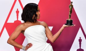 Regina King poses with her best supporting actress Oscar, won for If Beale Street Could Talk.