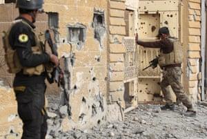 Members of Iraq's elite counterterrorism service secure the el-Hoz neighbourhood