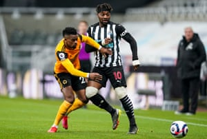 Nelson Semedo of Wolverhampton Wanderers tussles with Allan Saint-Maximin of Newcastle United.