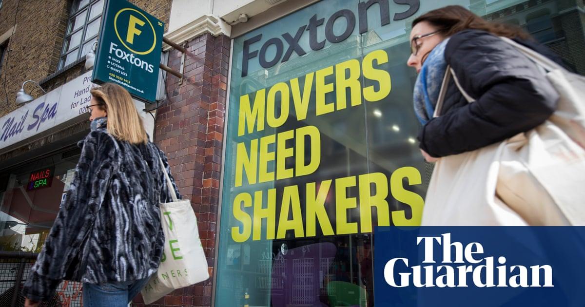 Foxtons to award chief near-£1m bonus despite investor revolt