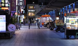 A street in Jongno, usually one of the busiest districts in Seoul, was quiet last night after people were advised to avoid pubs and bars