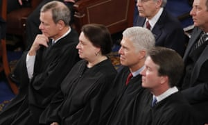 From left in foreground: Chief Justice of the United States John Roberts, Elena Kagan, Neil Gorsuch and Brett Kavanaugh listen to Donald Trump's state of the union address in Februar 2020.