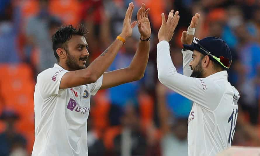 Axar Patel celebrates with Virat Kohli as India progresses to victory in the third round.  Field conditions are likely to be similar in the final game of the series.