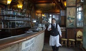 waiter paris france