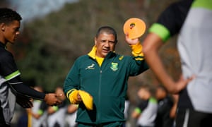 Allister Coetzee assists young players from the Stellenbosch Rugby Academy during a training session of the Springboks
