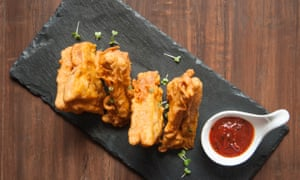 Bread pakora with fish and meat fillings.