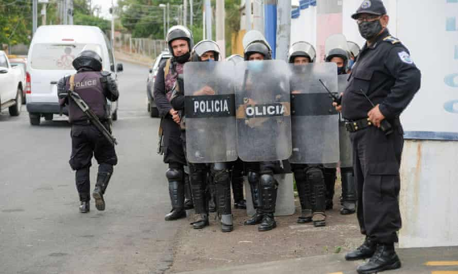 Police officers keep watch outside the attorney general's office where Félix Maradiaga, an aspiring opposition candidate, was summoned by authorities, in Managua, Nicaragua, last week.