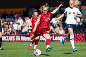 Amy Rodgers of Liverpool shoots for goal.