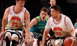 Kim Robins of Australia (centre) defends Kei Akita (25) and Hiroaki Kozai (55) of Japan.