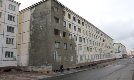 Cracked building in Norilsk