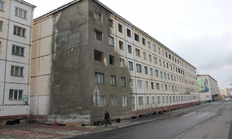 Cracked building in Norilsk