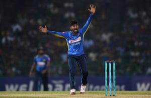 Kamindu Mendis in action for Sri Lanka against England in 2018.