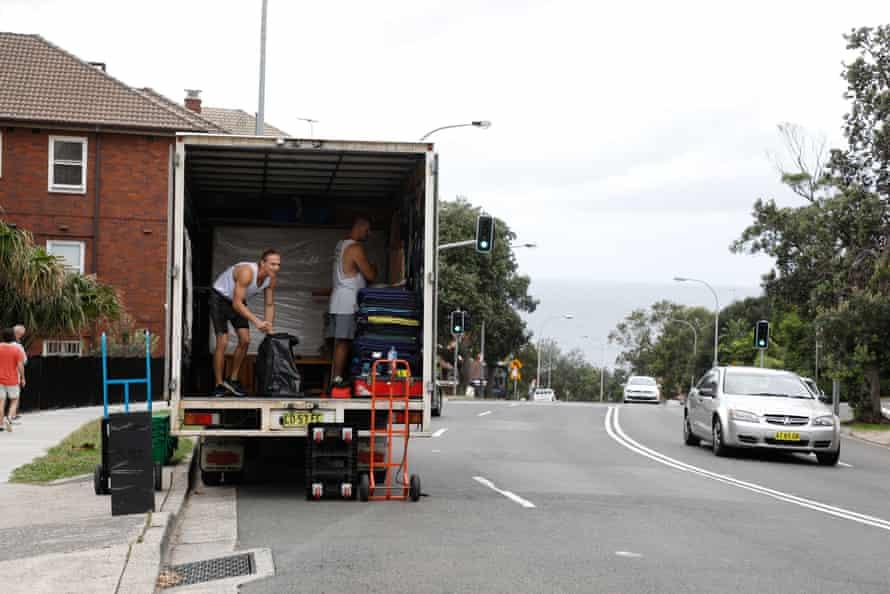 Removalists on Bondi Road, Bondi.