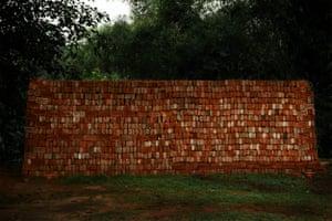 Shen Wei, Brick Wall, 2016
