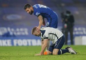 Giroud fouls Dier