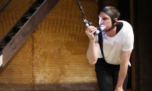 Lars Eidinger as Richard III in SchaubüŸhne Berlin's production at Edinburgh in 2016.