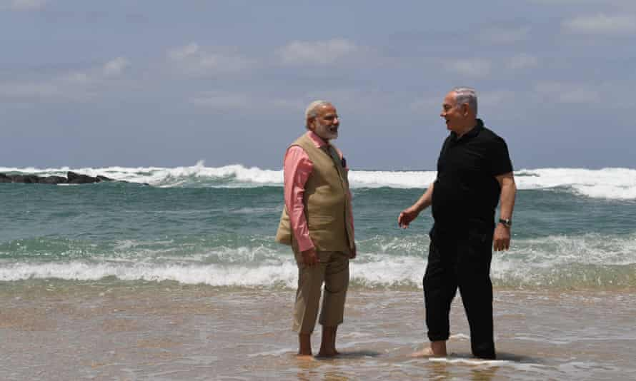 Netanyahu, right, and Modi in 2017