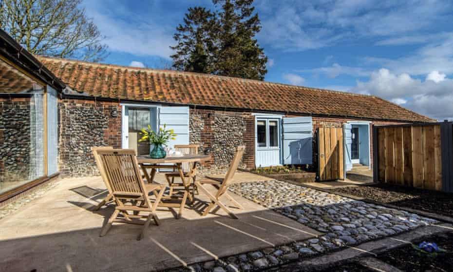 Barsham Barns Wells next-the-sea patio