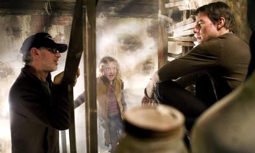 Director Steven Spielberg with Dakota Fanning and Tom Cruise on the set of the 2005 film War of the Worlds.