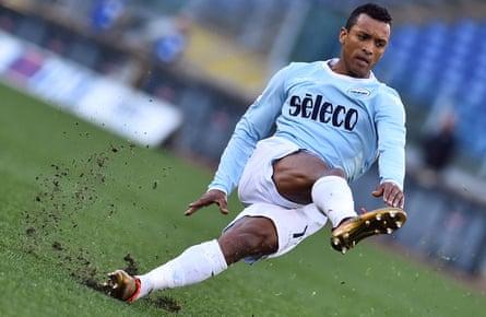 Nani scores against Chievo.