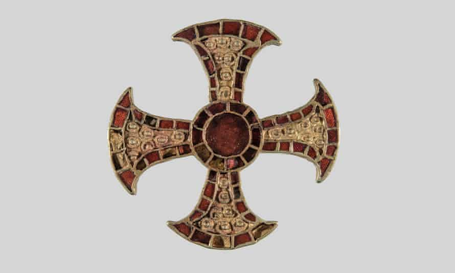 As well as the cross, gold and garnet pins, an iron knife, glass beads and a chain were also found in the grave.