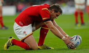 Dan Biggar restores Wales' lead before a drop goal from Owen Farrell puts England back on level pegging