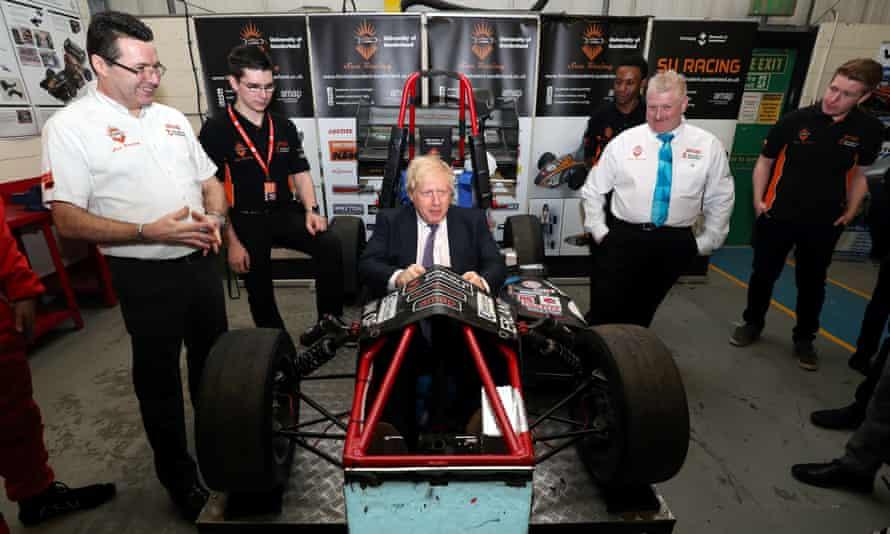 Boris Johnson mengunjungi Pusat Industri di Universitas Sunderland.  Wakil Rektor Universitas meminta klarifikasi tentang langkah-langkah yang harus diambil oleh institusi.