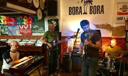 Band playing at Discos Bora-Bora, Granada, Spain