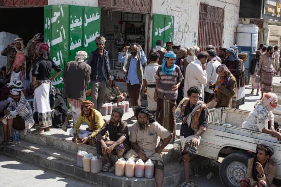 The honey market of Ataq in Shabwah, Yemen.